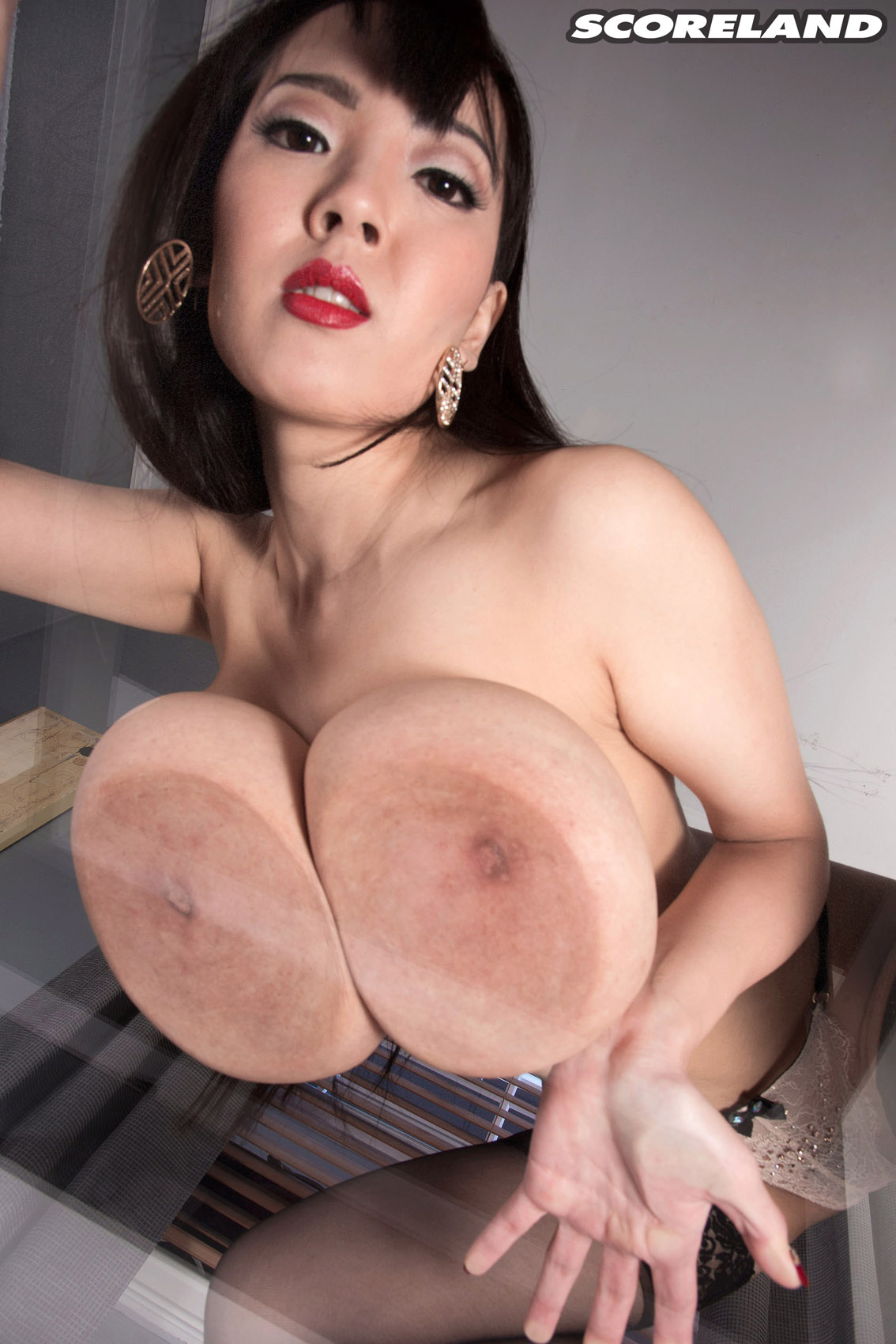 Hitomi Tanaka Lipstick And Lingerie - Curvy Erotic-1852