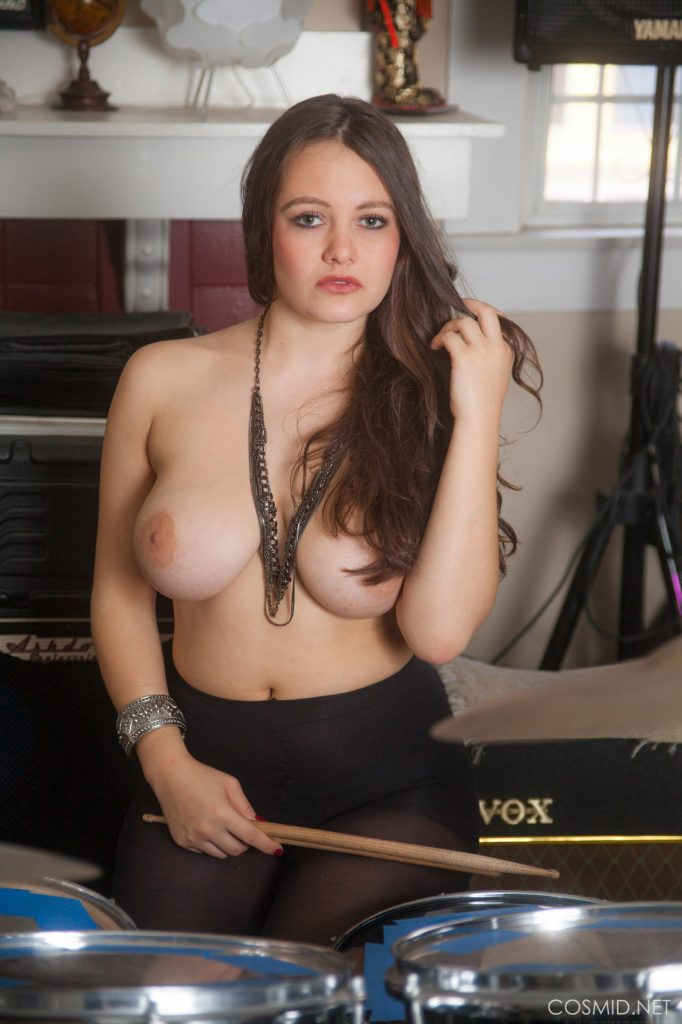 Hailee Fox A Very Talented Beauty for Cosmid