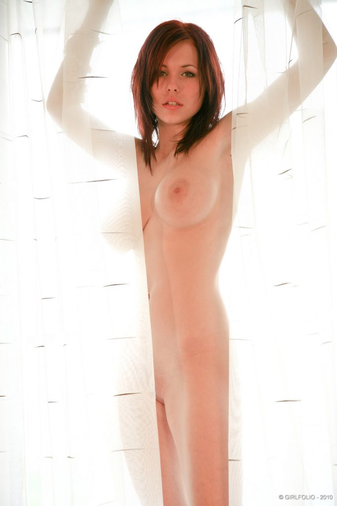 Iga Wyrwal Nude Art Posing for Girlfolio