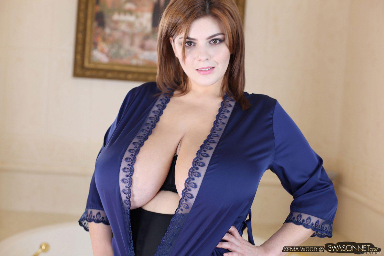Xenia Wood Silk Robe Breasts