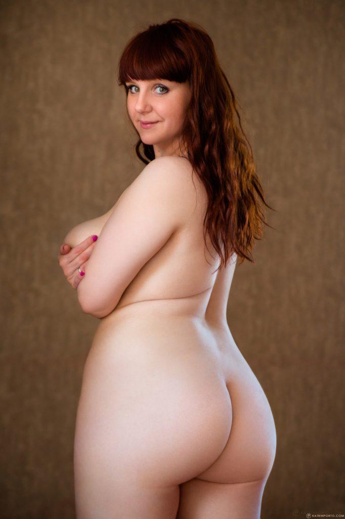 Nude curvy