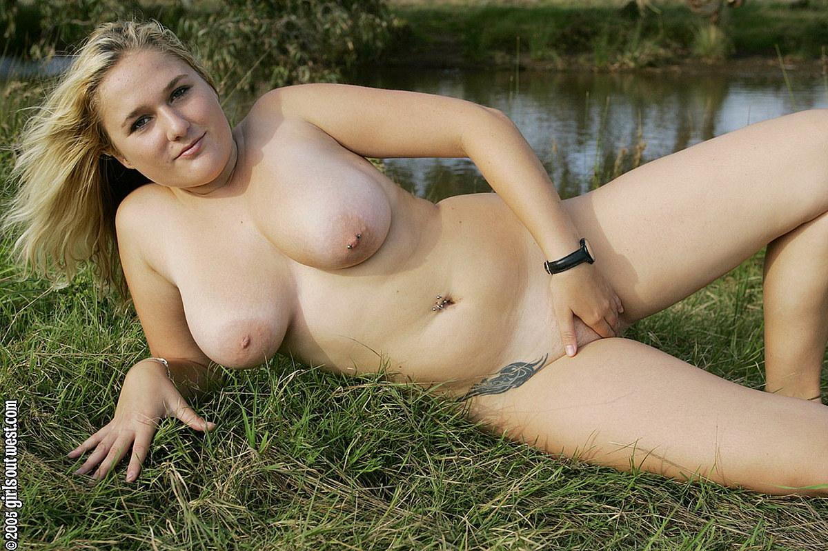 Maja Girls Out West Gets Naked In The Grass