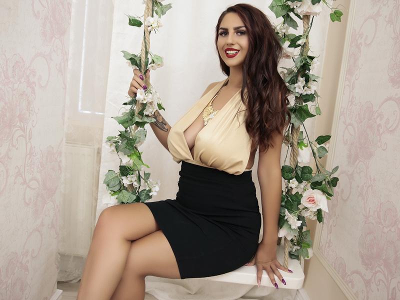 BelovedKhloe Busty Webcam