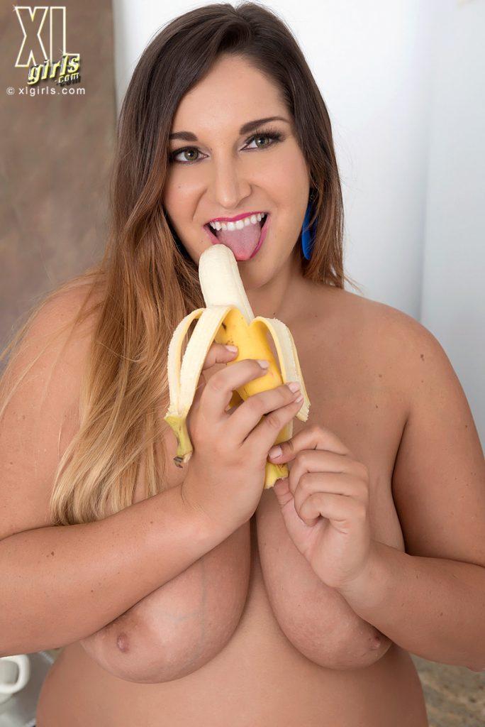 Scarlett Monroe Tasty Nude Curves Breakfast