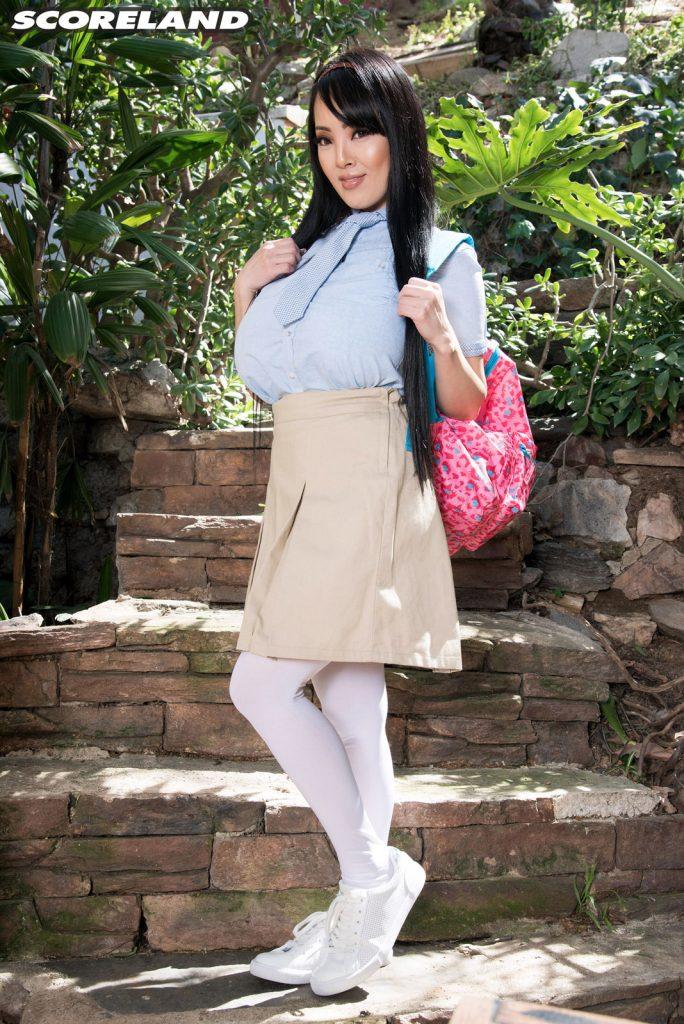 Hitomi Tanaka Schoolgirl Takes A Study Break For Boobs