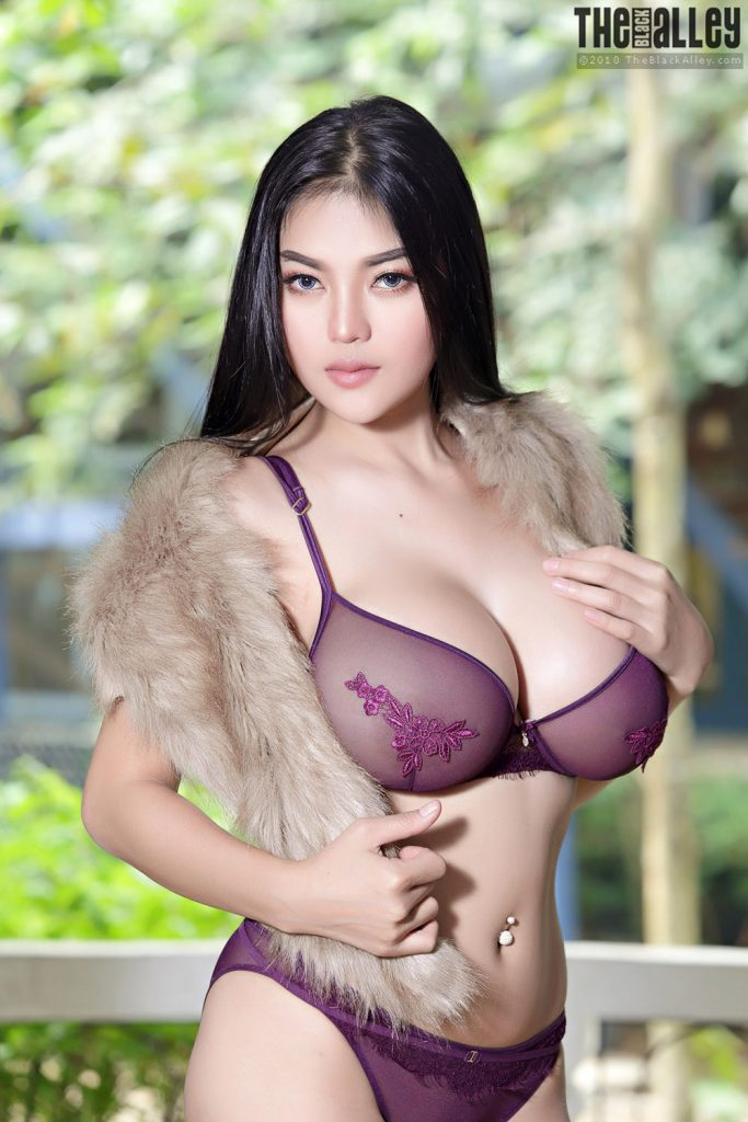 Pitta curvy asian tits