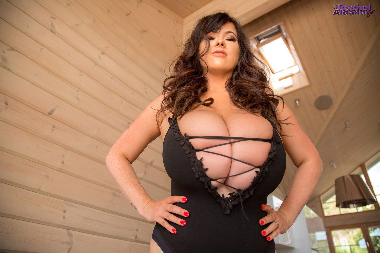 Rachel Aldana Loveseat