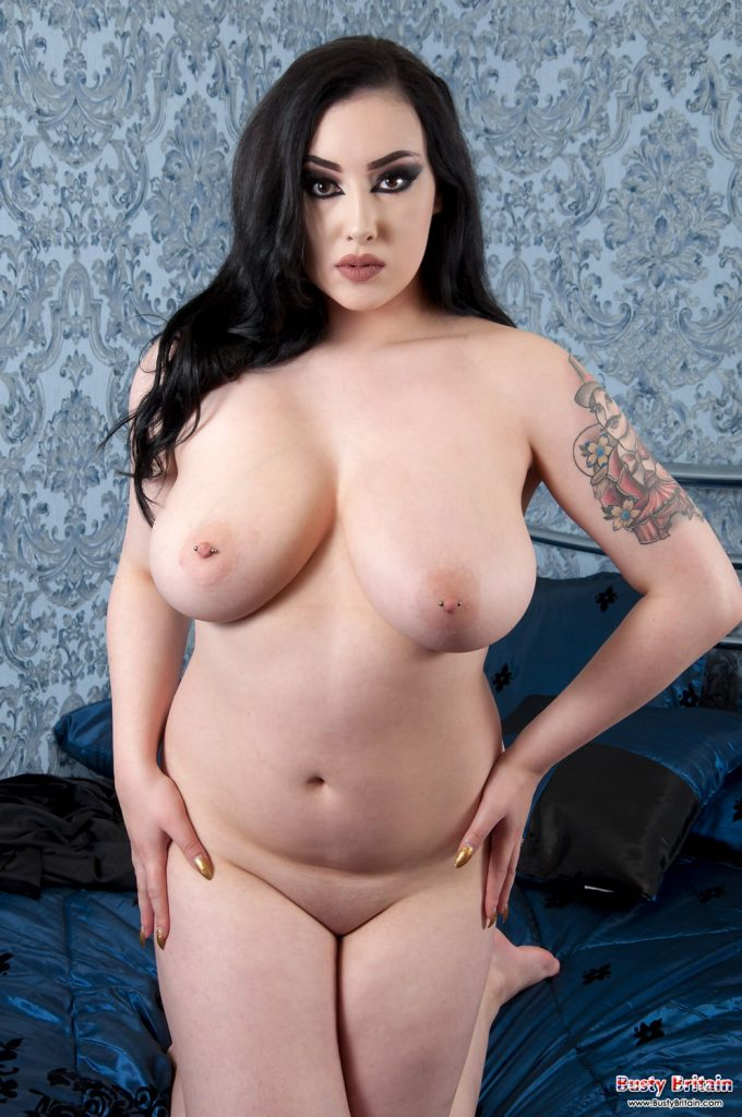 Estrelle Pale Beauty Busty Britain