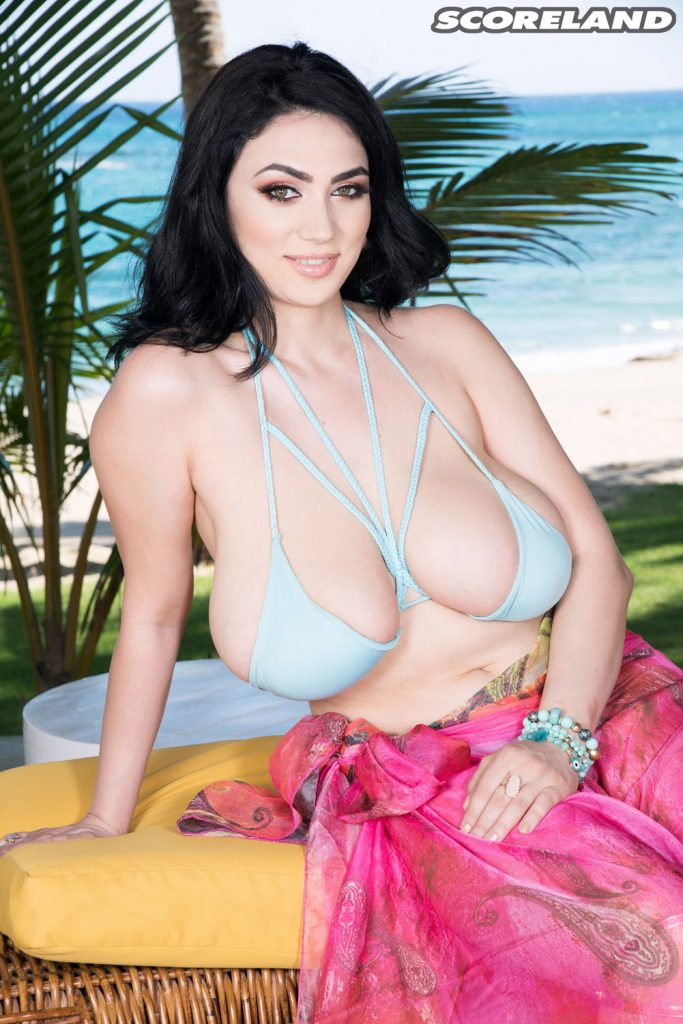 Alexya Born To Play In This Tropical Paradise Scoreland