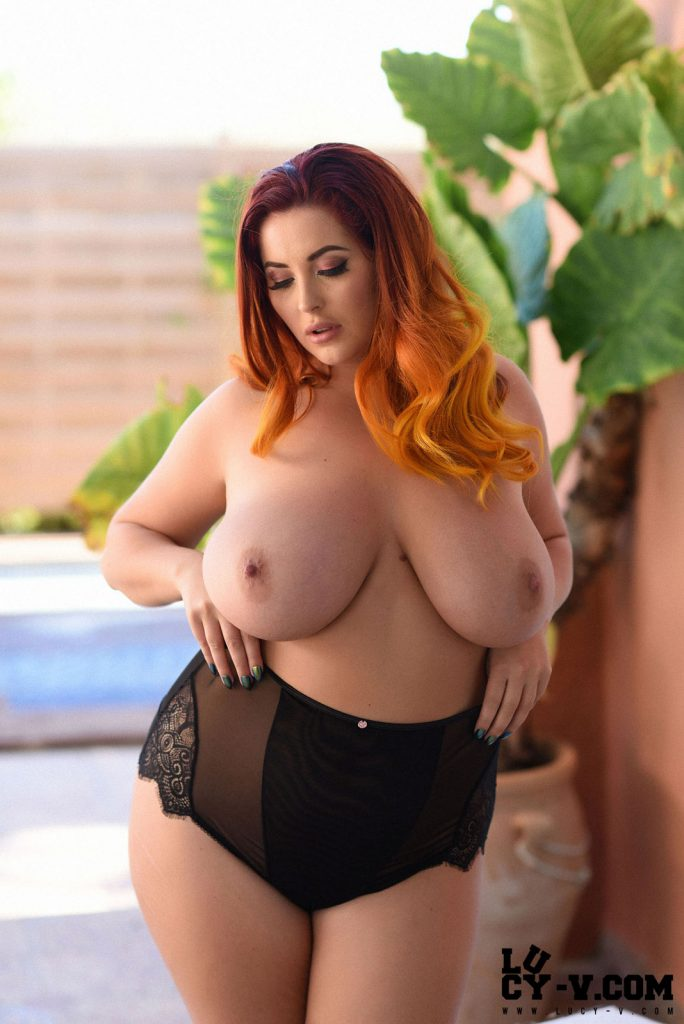 Lucy Vixen Curvy In Black Lingerie