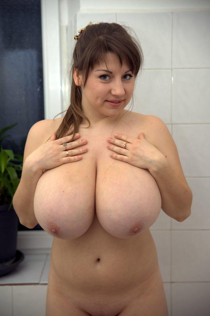 Samanta Lily Soapy Shower
