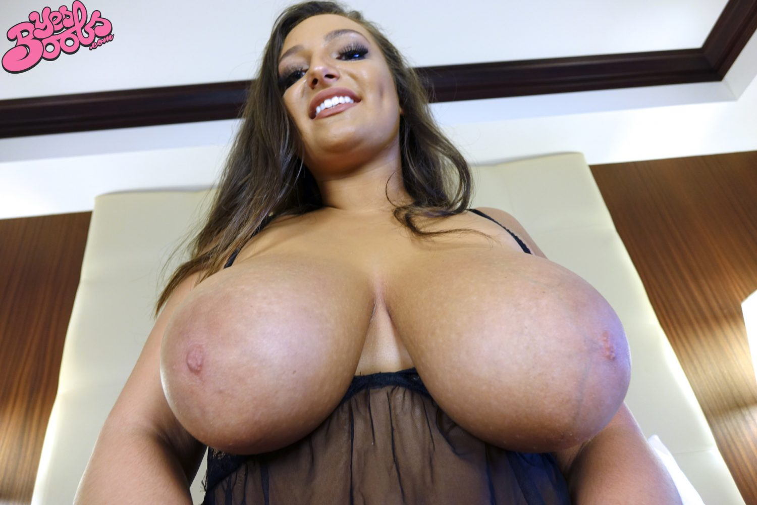Chelsea James Bedroom Curves Yes Boobs