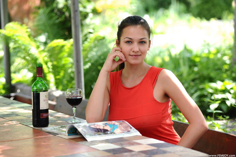 Sofie Vineyard Femjoy