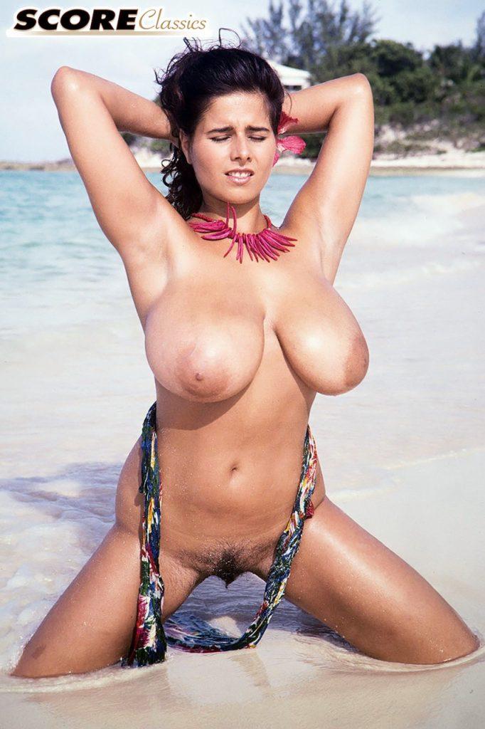 Chloe Vevrier Nude Beach Score Classics