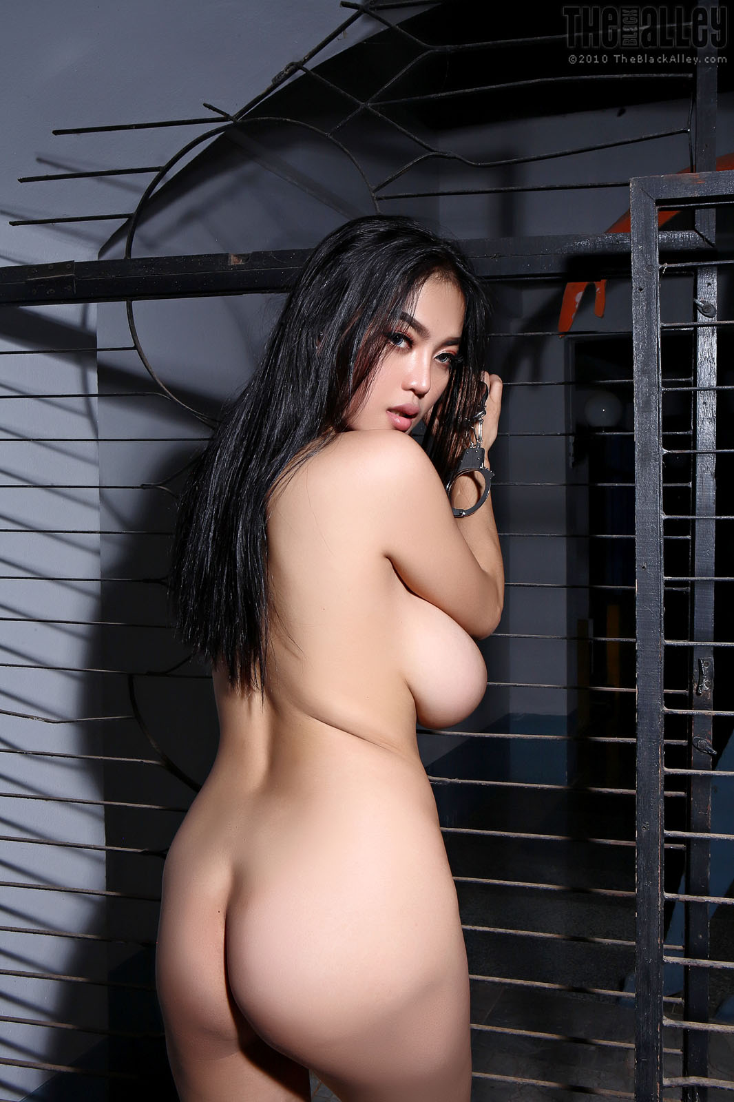 Pitta Kinky The Black Alley - Curvy Erotic