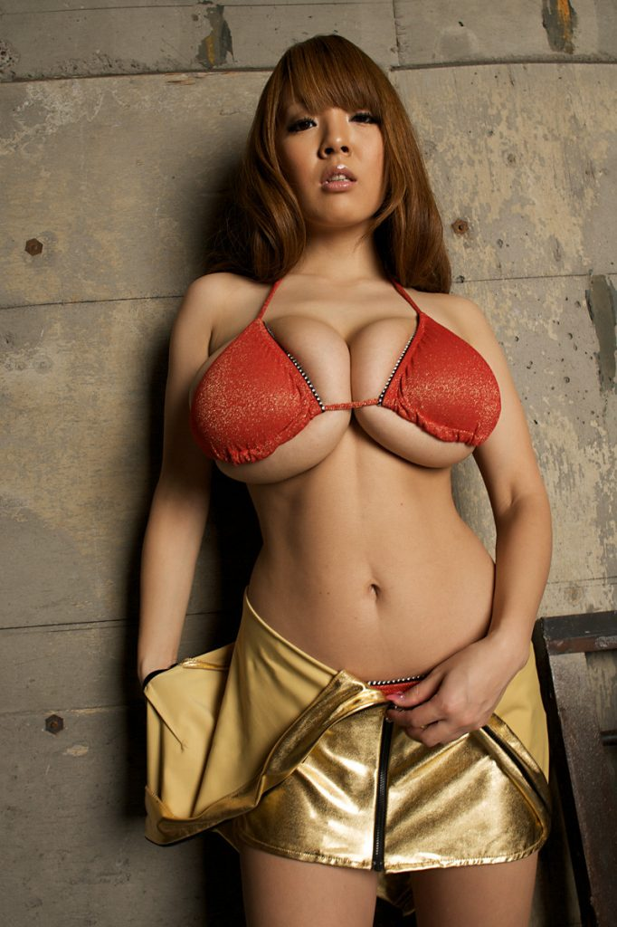 Hitomi Tanaka Gold Dress Nudes R18
