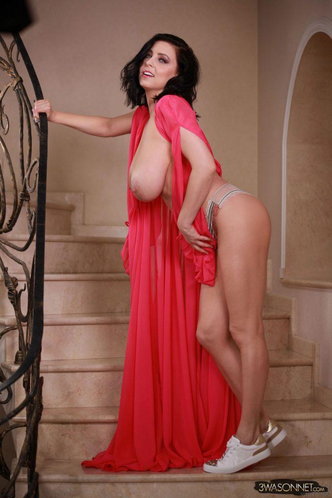 Ewa Sonnet Lasting Busty Queen