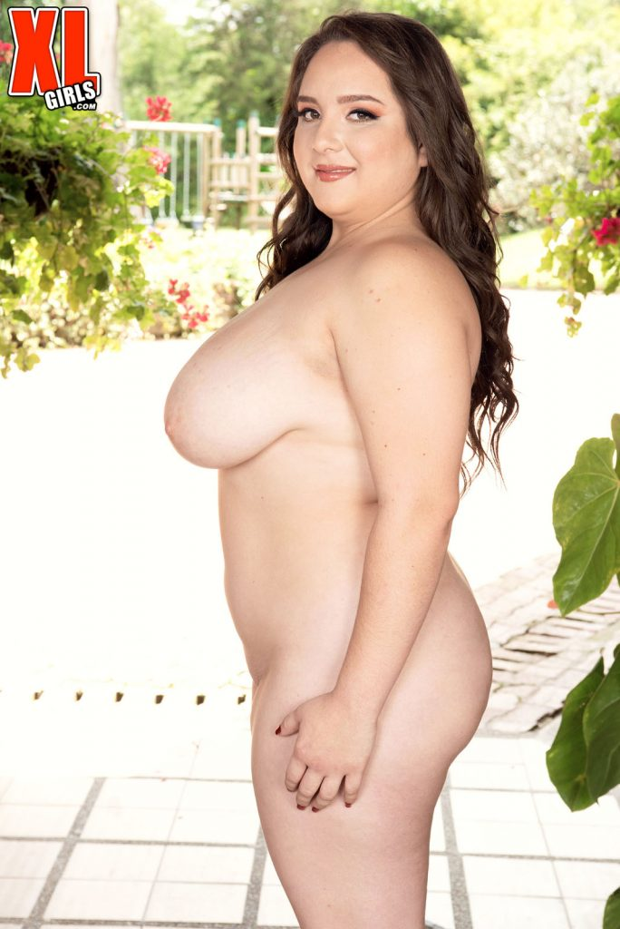 Sofia Deluxe The XL Girl With Full Heavy Tits