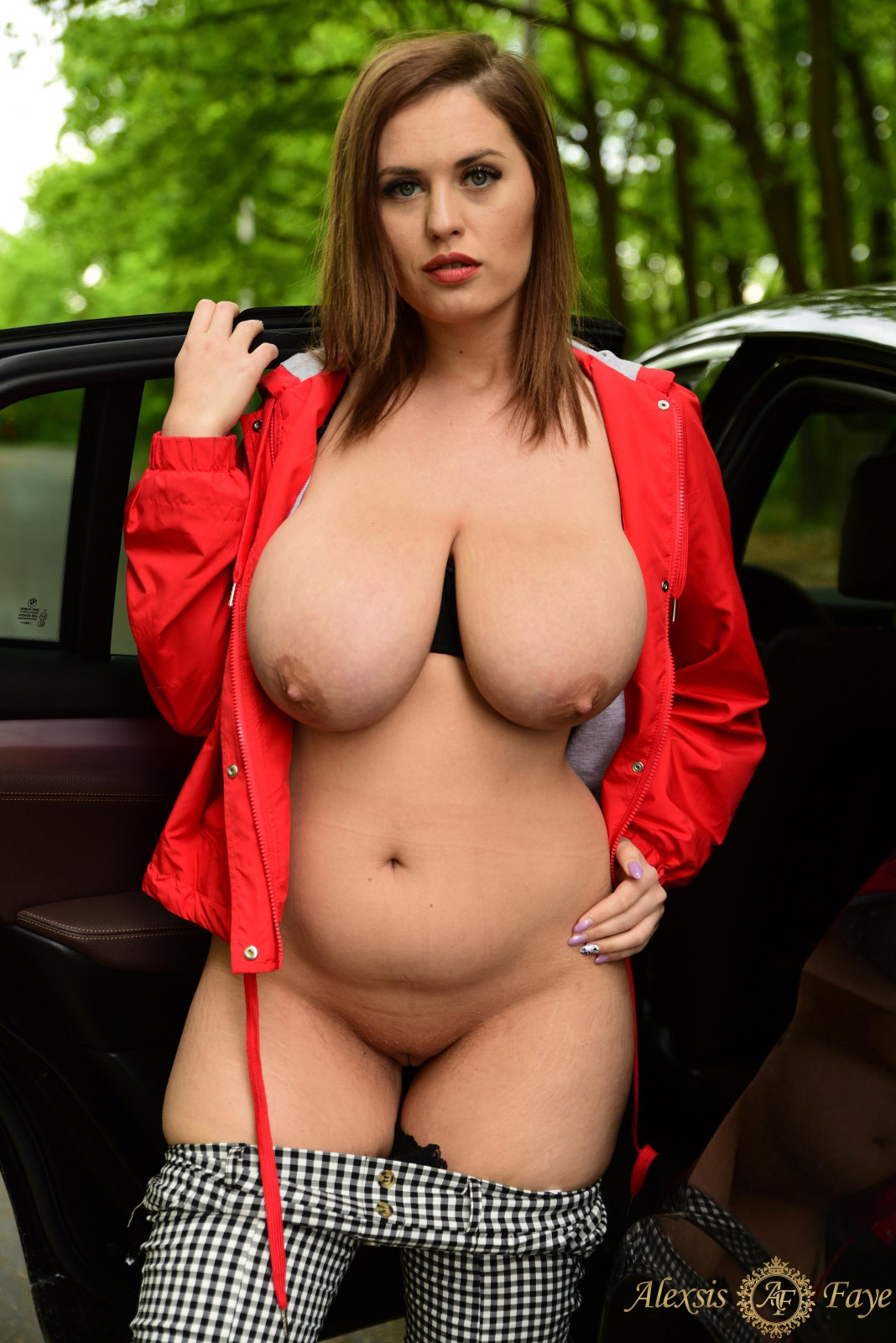alexa-bbw-busty-model